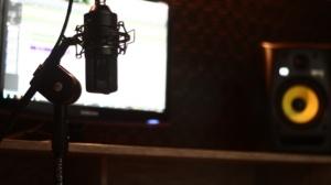 microphone-529273_1920