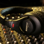 headphones-403691_1920